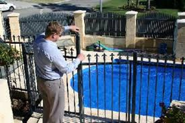 About Poolfenceman